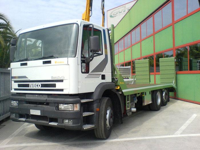 camion con pedane caricatrice gru montaggio allestimento