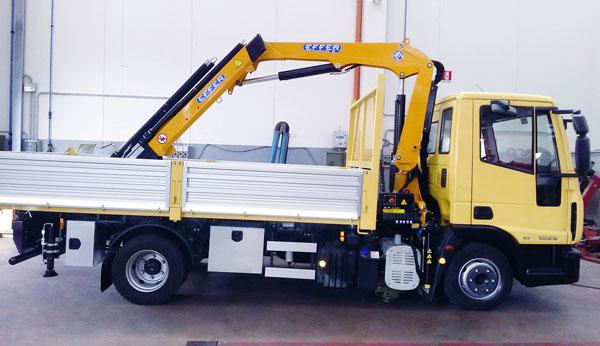 Camion IVECO eurocargo E5 100E18-con-allestimento gru Effer 65 cassone