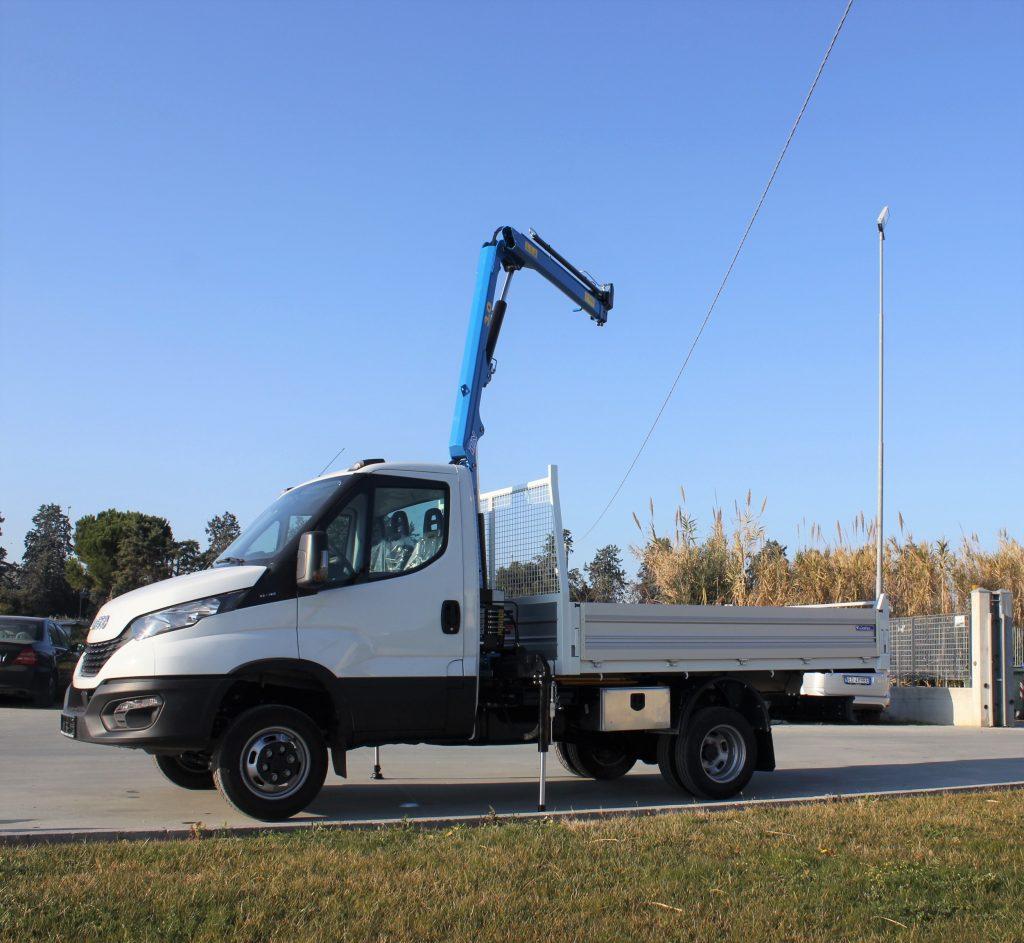 2 assi Gru DN Crane su Iveco Daily 3ton 7 metri cassone