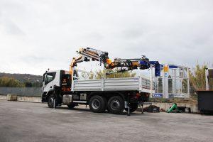 Gru Effer su camion Iveco Starlis 360 con ple