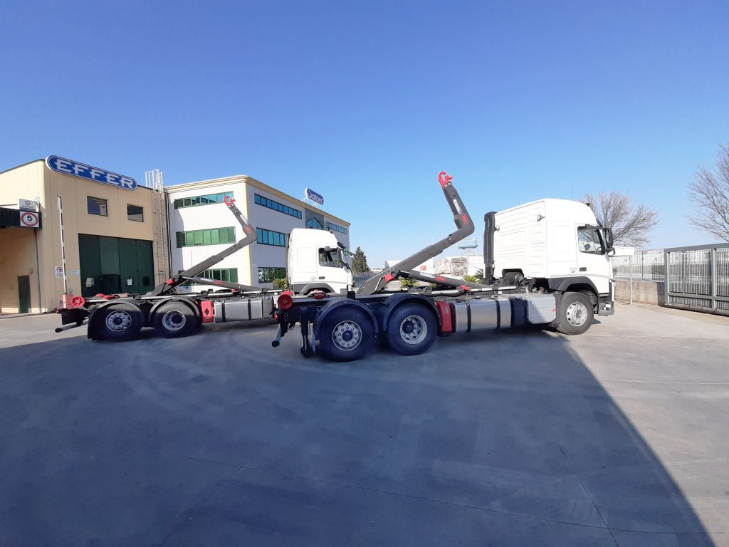 Allestimento autocarro Volvo con scarrabile 26 ton