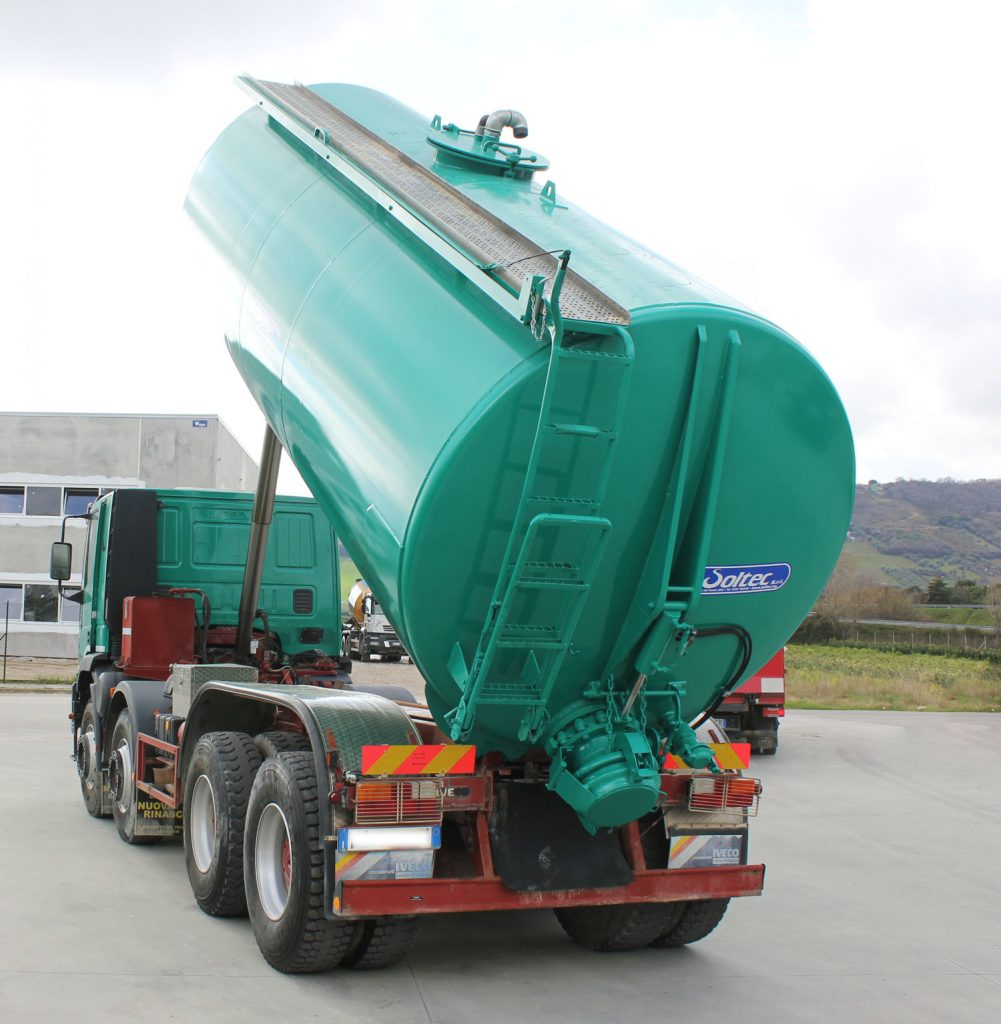 Montaggio cisterna su camion