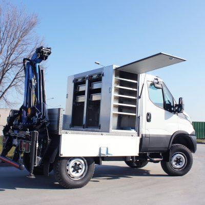 Camioncino IVECO Daily combinato con gru